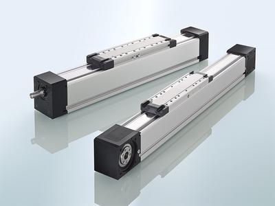 RK Rose+Krieger bietet die RK Duoline Clean Linearachsen für den Reinraum in den Baugrößen 60 und 80 wahlweise mit Kugelgewindetrieb (hinten) oder Zahnriemenantrieb (vorn) an