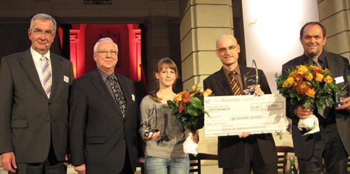 Preisverleihung GeoBusiness AWARD 2010: Ernst Burgbacher (Schirmherr der GIW-Kommission und PStS. BMWi), Bernd Wolf und Jana Frenzel (opinio GdbR - Finalist), Malte Geschwinder (gb consite - Gewinner), Prof. Dr. Florian Siegert (3D RealityMaps GmbH -Finalist). © GIW Geschäftsstelle.