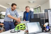 Karsten Noack mit einem Mitarbeiter aus der SCOPELAND-Anwendungsentwicklung