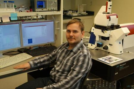 Pavel Dutov at the Illinois Institute of Technology with his JPK NanoTracker™ Optical Tweezers system