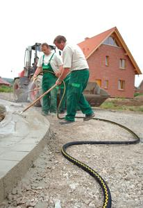 For over 75 years, the GOLD SNAKE® has proven that it can reliably carry water without interruption, even under the most difficult conditions (Photo: ContiTech)