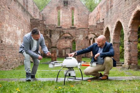 Mark Kürner von Hommel Vermessungssyteme mit Samuel Flick (Microdrones)