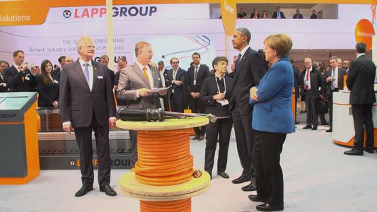 Andreas and Siegbert Lapp present robotics cabling solutions by Lapp to US President Barack Obama and Chancellor Angela Merkel