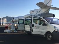 Power-Blox Energiewürfel werden für die Soforthilfe der Tsunamiopfer in Indonesien verladen.