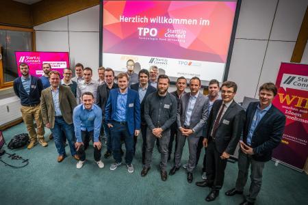 Pitch-Teilnehmer mit WRO-Geschäftsführer Dominik Fehringer, WRO-Aufsichtsratsvorsitzender Thorsten Erny und startUp.connect-Bereichsleiter Florian Appel