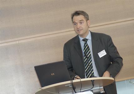 Dr. Oliver Grün, Vorsitzender des VDEB, bei der Eröffnung