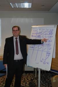 Den Part der Bauphysik übernahm Nils Alfringhaus, der die Verfahren zur Berechnung von Tauwasserausfall in Bauteil erläuterte