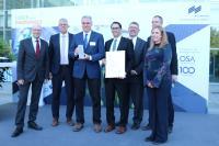 """Die Sieger des Innovation Awards im Rahmen der Laser World of Photonics 2019 (in der Kategorie """"Imaging / Sensorik, Mess- und Prüftechnik und Optische Mess-Systeme""""): George Wildeman und Dr. Sean Hinds von SWIR Vision Systems (2. und 3. von links) und die Laudatoren"""