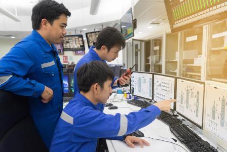 Das DeltaV Automatisierungssystem von Emerson unterstützt Unternehmen bei schneller Markteinführung und effizienter Produktion durch Vereinfachung komplexer Betriebsabläufe und Minimierung von Projektrisiken