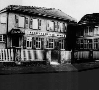 """Die """"Vereinigten Hüttenwerke"""": Der erste Produktionsstandort in Lörrach-Stetten, in einer Collage aus den 50er Jahren"""