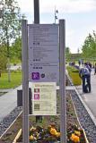 An vielen Stellen auf dem Landesgartenschau-Gelände ist ein lilafarbenes Smartphone-Icon zu sehen. Hier bietet die App interessante und teilweise exklusive Zusatzinformationen für Besucher.