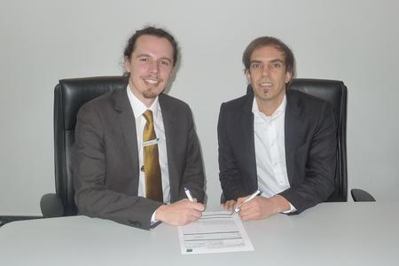 Mathias Schick, Bechtle, und Torsten Nuhfer, EBERTLANG, unterzeichnen Vertriebsabkommen