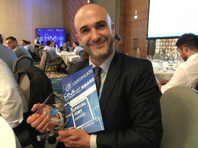 emVox-CSO Jochen Steigner mit dem Car HMI Special Jury Award