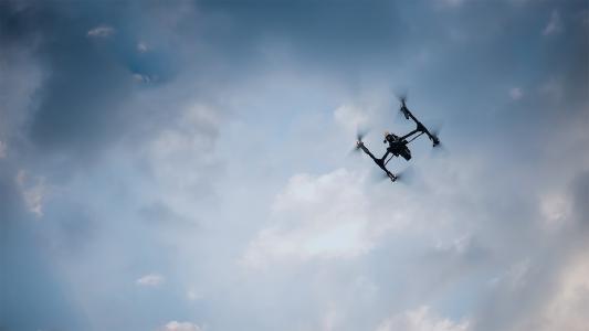 Dedrone schützt Unternehmen, Regierungen und kritische Infrastrukturen weltweit vor illegalen Drohnenaktivitäten