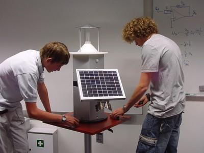 Intelligentes Energiesparen: In der Schüler-Ingenieur-Akademie und im Studiengang Optoelektronik/ Lasertechnik an der Hochschule Aalen ein topaktuelles Thema. Die Schüler konstruierten und bauten eine rotierende Solarleuchte
