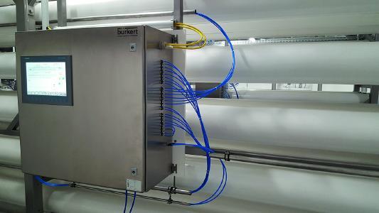 Permeat-Monitoring-System für die kontinuierliche Einzeldruckrohr-Überwachung von Membrandefekten in Nanofiltrations- und Umkehrosmoseanlagen. (Quelle: Bürkert Fluid Control Systems)
