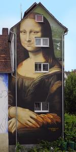 Eindrucksvolles Monumentalgemälde: die von Kunstmaler Volker Wunderlich gestaltete Mona Lisa im oberfränkischen Hollfeld (Foto: Wunderlich)