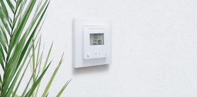 Der AQS/TH PF-U ist ein Sensor mit Lüftungsfunktion für die konventionelle Installation