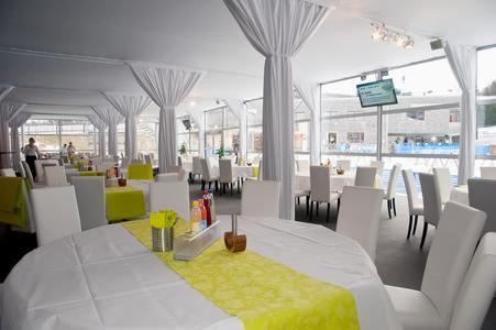 Auf zwei Etagen und in unterschiedlichen Hospitality Lounges wurden die Gäste kulinarisch und mit einem herrlichen Ausblick auf das Biathlonspektakel verwöhnt.