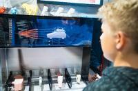 Mit einem Erlebnis-Lern-Truck oder Webinaren präsentiert DISCOVER INDUSTRY verschiedene Meilensteine im Produktentstehungsprozess. (c) Baden-Württemberg Stiftung gGmbH