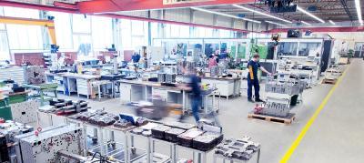 Pöppelmann setzt im Maschinenpark modernste Technik ein, die eine noch präzisere, noch schnellere Werkzeugherstellung ermöglicht