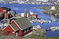 Tasiilaq, Station auf vielen Hauser-Reisen, ist mit rund 2.000 Einwohnern die größte Stadt Ostgrönlands / Bildnachweis: Hauser Exkursionen/Mario Dietzel