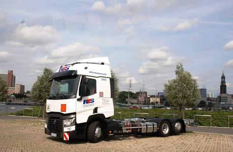 Der Renault Trucks T 460, 6x2 mit Niedrigrahmen-Fahrgestell wurde vom Fahrzeugwerk Spier mit einem multifunktionalen mechanischen Wechselbrückensystem ausgestattet (Foto: © Renault Trucks, SDG Modultechnik)