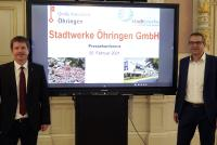Gebhard Gentner (links), Geschäftsführer der Stadtwerke Schwäbisch Hall und Öhringens OB Thilo Michler freuen sich über den wegweisenden Gemeinderatsbeschluss, der den Weg für den Aufbau von Öhringer Stadtwerken ebnet.