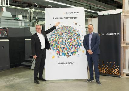 """Dr. Michael Fries (l), CEO of Onlineprinters, and Onlineprinters CFO Dirk A. Müller welcome their one millionth customer with """"Customer Globe"""" art print. The art print stands for diversity of Onlineprinters' customers and their creative projects. It will be a limited edition of 1,000 copies produced on indoor paper and printed with an HP Designjet Z 6800 / Copyright: Onlineprinters GmbH"""