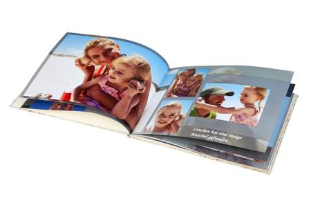 Beliebt zum Aufbewahren von Bildern - fast die Hälfte der Deutschen hält die Erinnerungen an den Urlaub in einem Fotobuch fest