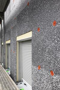 Weniger ist mehr: Im Vergleich zu etablierten EPS-Modellen macht die S 024 bei einer um 30 Prozent geringeren Dicke identische Energieeinspareffekte möglich; umgekehrt lässt sich bei gleicher Plattendicke mit der S 024 eine um 30 Prozent höhere Energieeinsparung erzielen (Foto: Caparol Farben Lacke Bautenschutz/Claus Graubner)
