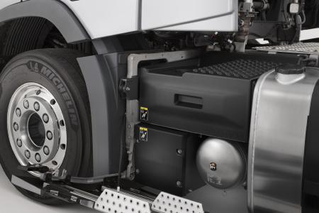 Das neue Batteriesystem besteht aus zwei unabhängigen Batteriesätzen, die Blei-Säure-Batterien zum Starten des Motors und die Gelbatterien für weitere elektrische Verbraucher im Fahrerhaus