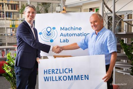Stefan A. Lang, STW (left) und Prof. Dr. Matthias Klingner, Fraunhofer IVI (right) ©FraunhoferIVI