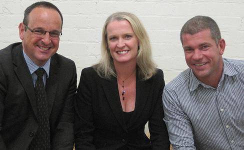 Andy West (Managing Director International von Hotwire), Jody Lennon (Gründerin und CEO von Kintetics), Jörn Sanda (Geschäftsführer Hotwire Kinetics)