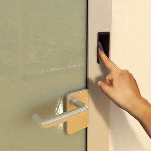 Heute kann auch der Fingerabdruck als Haustürschlüssel dienen; Foto: Schüco / Immowelt.de