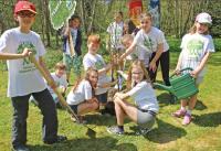 Die Kinder der Schülerinitiative Plant-for-the-Planet beim Bäume pflanzen / Bildquelle: Plant-for-the-Planet