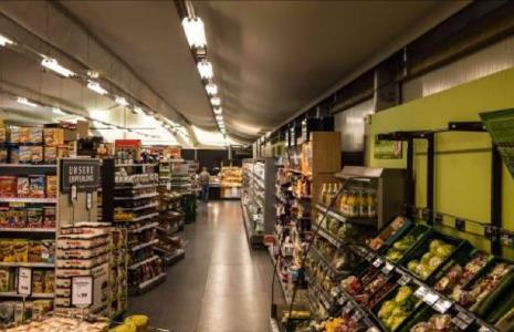 Die Zwischenlösung von Losberger ist mit einer leistungsfähigen Beleuchtung und einem Heizungs- und Klimaanlagensystem ausgestattet