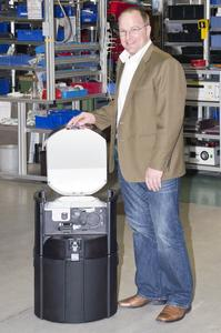 Optimum ignition protection: Peter Zinth with his explosion-proof sampler