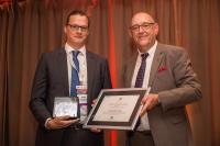 Dr.-Ing. Jonas Hensel (links) vom Institut für Füge- und Schweißtechnik der TU Braunschweig erhielt den Henry-Granjon-Preis in der Kategorie C / Bild: Josef Rabara