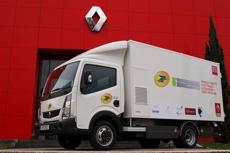 Der Renault Maxity Elektro 4,5 Tonnen für die französische Post ist mit einer Vorrüstung für eine Brennstoffzelle ausgestattet, die in Partnerschaft mit der Firma Symbio FCell entwickelt und von dieser in das Fahrzeug integriert wurde (Foto: © Renault Trucks)