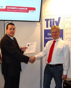 Andreas Dannenberg, Geschäftsführer der REDDOXX GmbH, nimmt die TÜV-Auszeichnung entgegen