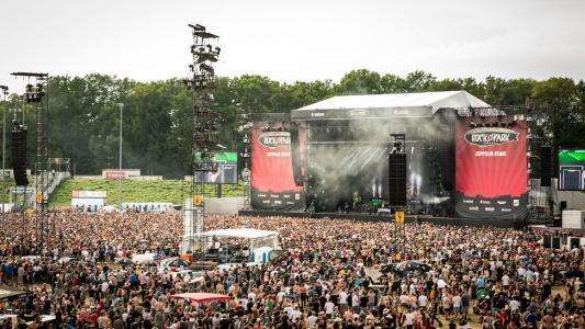 """Vom 2. bis 4. Juni 2017 kamen mehr als 85.000 Besucher zu """"Rock im Park"""" nach Nürnberg. Top-Acts der Veranstaltung waren """"Die Toten Hosen"""" und """"Rammstein"""". (Bildquelle. ARGO Konzerte GmbH)"""