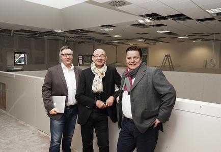 50 Arbeitsplätze werden hier bis zum 25. März eingerichtet / Geschäftsleitung Jörg Rewer, Rainer J. Laudert und Andreas Rosing