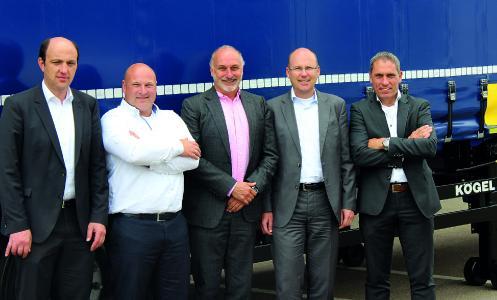 from left to right: Thomas Eschey, Managing Director at Kögel; Arjan Stolk, Fleet Coordinator at CLdN; Ulrich Humbaur, Owner of Kögel; Sjaak van der Linde, Managing Director at CLdN und Ronald Kroesen, Managing Director Benelux at Kögel