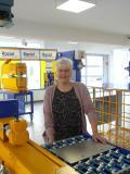 """Ulrike Rißmann, selbstständige CAD-Administratorin für Raziol – hier im neuen Technikum des Unternehmens: """"Die durchgängige Datenbasis spart Zeit und Kosten in vielen Bereichen des Gesamtprozesses"""" / Bild: DPS Software"""