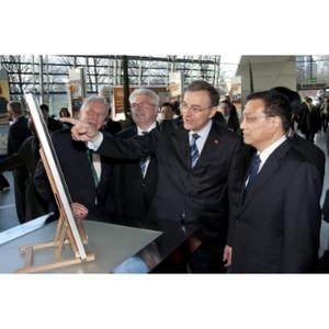 Visit of H.E. Executive Vice-Premier of China Li Keqiang. (l. to r.) S.E. Dr. Michael Schaefer, German Ambassador to China; Martin Zeil, Bavarian Minister of state for Economic Affairs, Infrastructure, Transport and Technology; Dr. Norbert Reithofer, Chairman of the Board, BMW AG; H.E. Executive Vice-Premier of China Li Keqiang