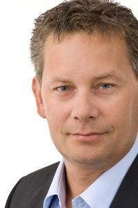 Dirk Freytag, CEO von ADTECH, präsentiert stolz den Nachwuchs
