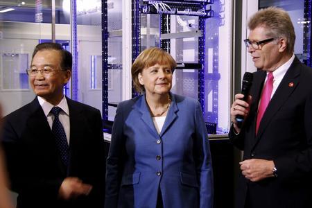 Friedhelm Loh begrüßt Bundeskanzlerin Dr. Angela Merkel und Chinas Regierungschef Wen Jiabao bei Rittal auf der Hannover Messe 2012 / Quelle: Rittal GmbH & Co. KG