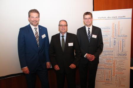 Drei neue Vorstände der Vitako (v.l.): Lars Hoppmann (krz), Bertram Huke (ekom21) und Sören Kuhn (GKD Recklinghausen). (Foto: Vitako)