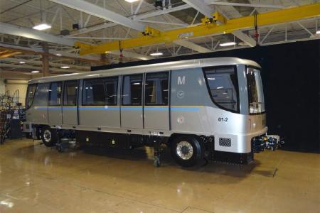 Der INNOVIA APM 300 von Bombardier Transportation bringt Passagiere fahrerlos zum Flugsteig (Foto: Bombardier Transportation)